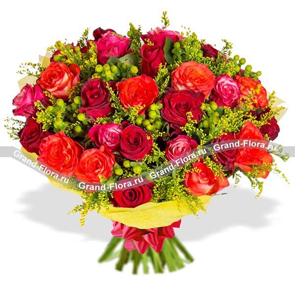 Букет из роз в красно-оранжевых тонах