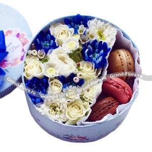 Коробочка удачи - коробка с розами и макарунс
