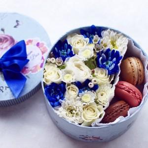 Коробочка удачи - коробка с розами и макарунс...<br>