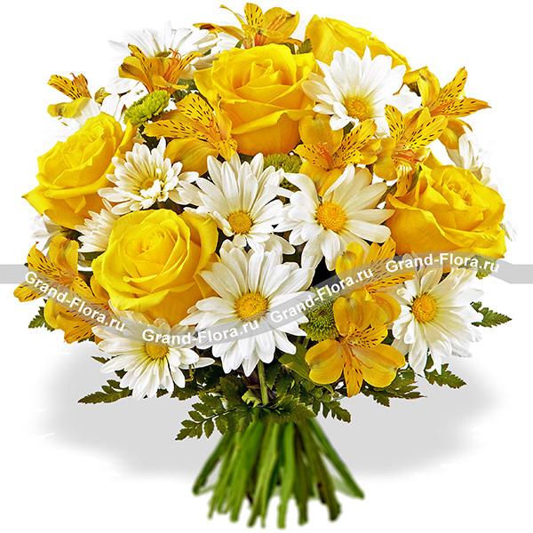 Розы Гранд Флора Золотое сердце - букет из желтых роз и хризантем фото