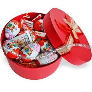 В мире сказок - коробка с шоколадом Kinder