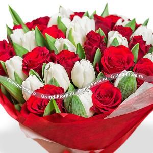 Подари ей весну - букет из белых тюльпанов и красных роз