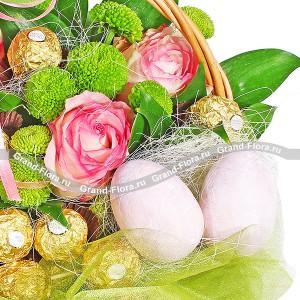 Праздник Пасхи - букет из роз и хризантем + конфеты...<br>