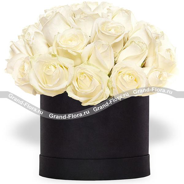 Айсберг - коробка с белыми розами