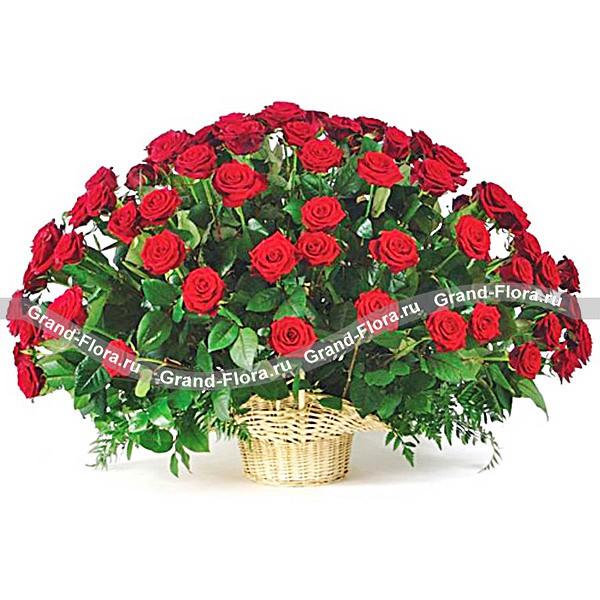 Восхитительная корзина из красных роз