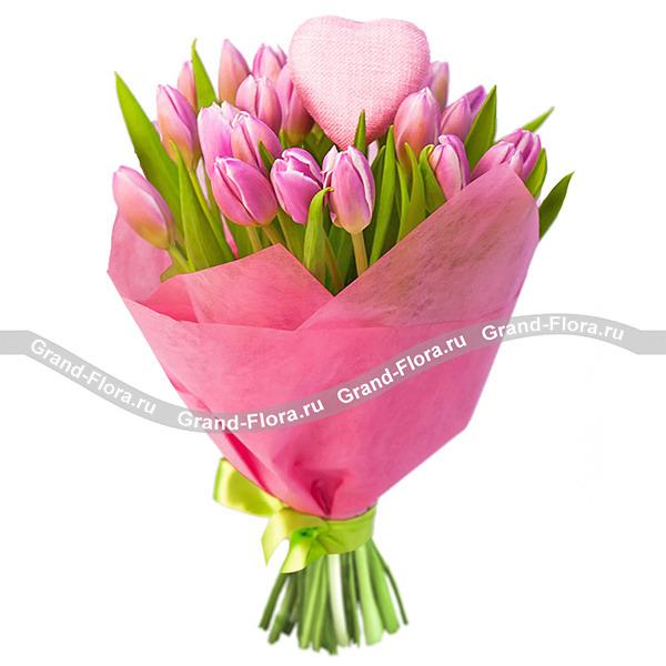 25 розовых тюльпанов с сердцем