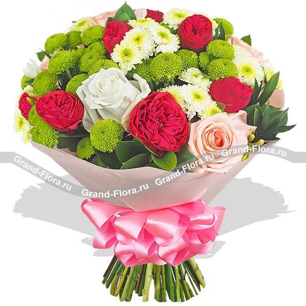 Шикарный букет из красных и розовых роз и хризантем