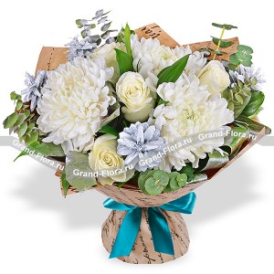 Winter freshness - a bouquet of roses and chrysanthemums
