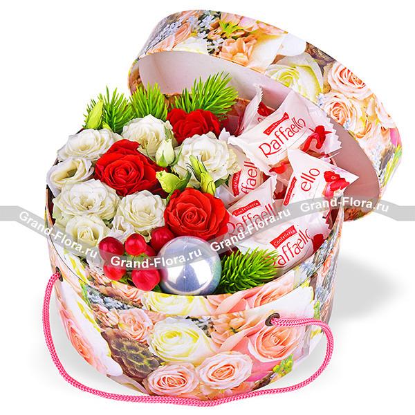 Зимняя сказка - коробка с розами и конфетами рафаэлло