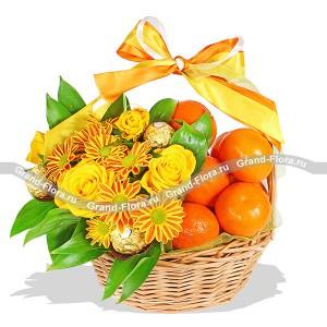Яркие чувства - корзина  с хризантемой, фруктами и конфетами