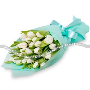Морской бриз - букет из тюльпановТюльпан – это нежный и хрупкий цветок, который способен покорить своей красотой даже самое неприступное и ледяное сердце. А огромный букет желтых тюльпанов может стать для вас началом примирения с любимой девушкой или зажжет страсть в глазах сотрудн...<br>