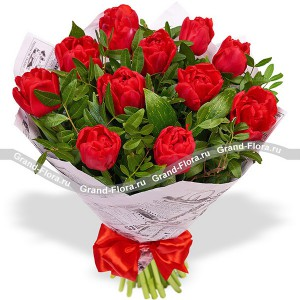 Душевный порыв - букет из красных тюльпанов с декоративной зеленью...<br>