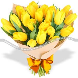 Лучик Солнца - букет из тюльпановТюльпан – это нежный и хрупкий цветок, который способен покорить своей красотой даже самое неприступное и ледяное сердце. А огромный букет желтых тюльпанов может стать для вас началом примирения с любимой девушкой или зажжет страсть в глазах сотрудн...<br>