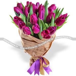 ВенецияТюльпан – это нежный и хрупкий цветок, который способен покорить своей красотой даже самое неприступное и ледяное сердце. А огромный букет фиолетовыхтюльпанов может стать для вас началом примирения с любимой девушкой или зажжет страсть в глазах сот...<br>