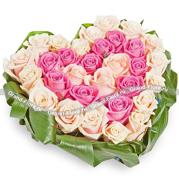 Мое сокровище - композиция на оазисе в виде сердца из роз