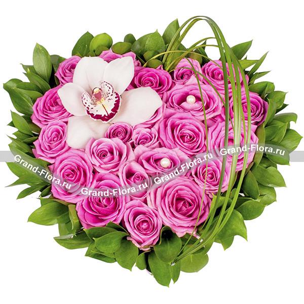 Жемчужина - сердце из роз и орхидей