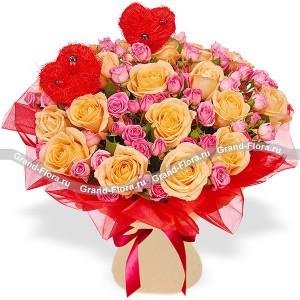Моя Валентинка - букет из разноцветных роз с сердечками