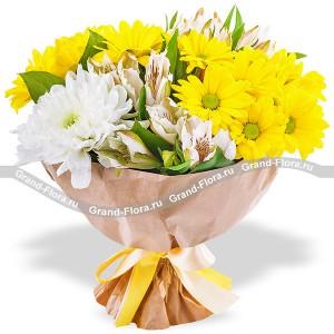 Женский взгляд - букет из альстромерии и кустовых хризантем