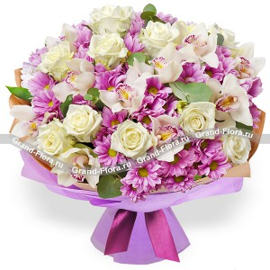 Сиреневая дымка - букет из роз и кустовых хризантем