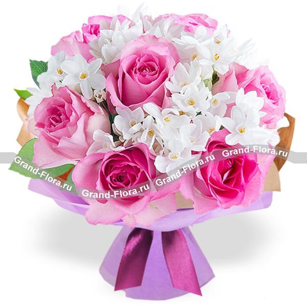 Нарциссы Гранд Флора Розовый зефир - букет из нарциссов и роз фото