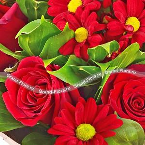 Красное великолепие - букет из роз и гербер...<br>