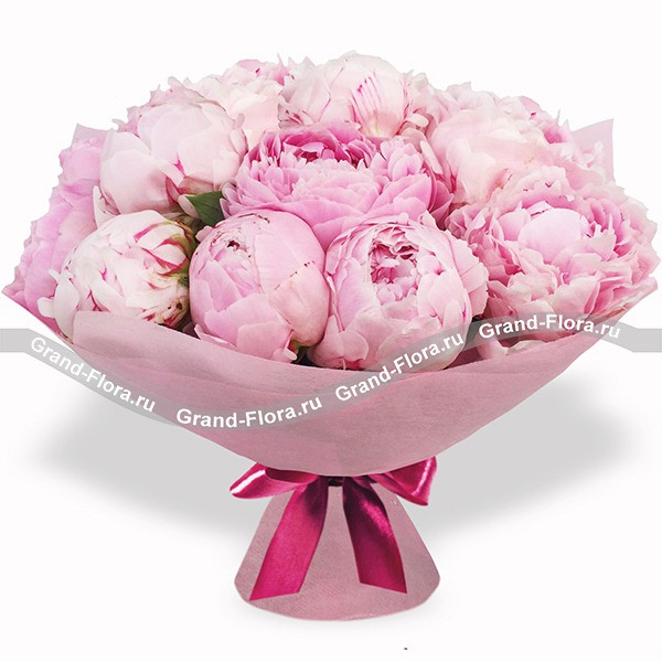 Охапка пионов - букет из розовых пионов