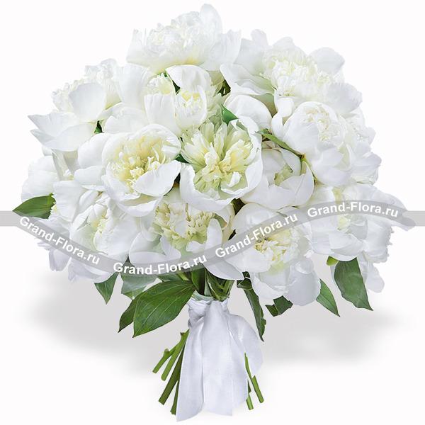 Романс - букет из белых пионов