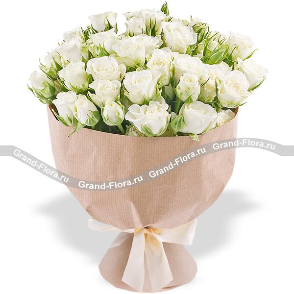 Чистое сердце - букет из белых кустовых роз