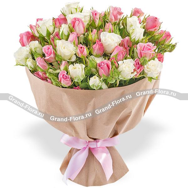 Новинки Гранд Флора Иноземка - букет из розовых и белых кустовых роз фото