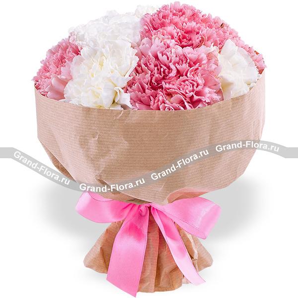Клубничное суфле - букет из розовой и белой гвоздики
