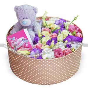 Принцесса - коробочка с кустовыми розами и эустомой
