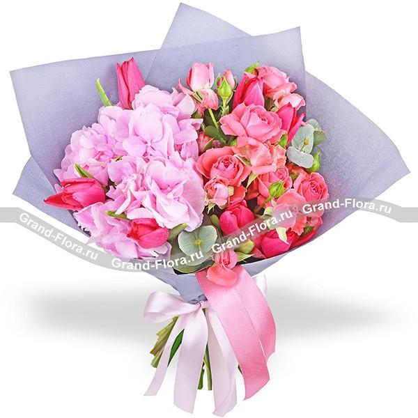 Безмятежная юность - букет из розовой гортензии и тюльпанов