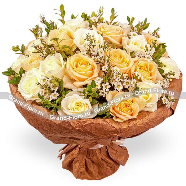Осенний шик - букет из кремовых и белых роз