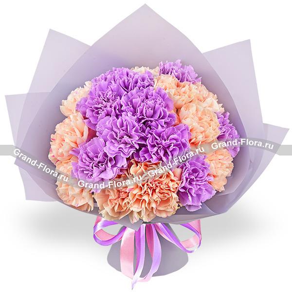 Улыбнись - микс из фиолетовых и персиковых гвоздик