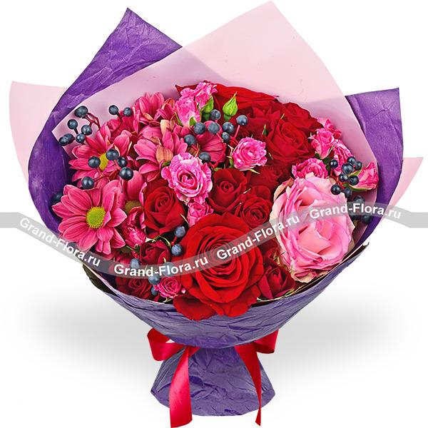 Новинки Гранд Флора Черничные ночи - букет из красных роз фото