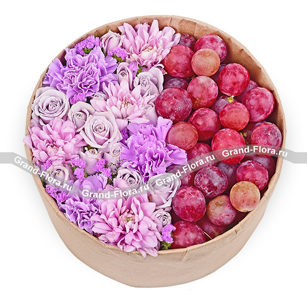 Вкус винограда - коробка с хризантемами и виноградом