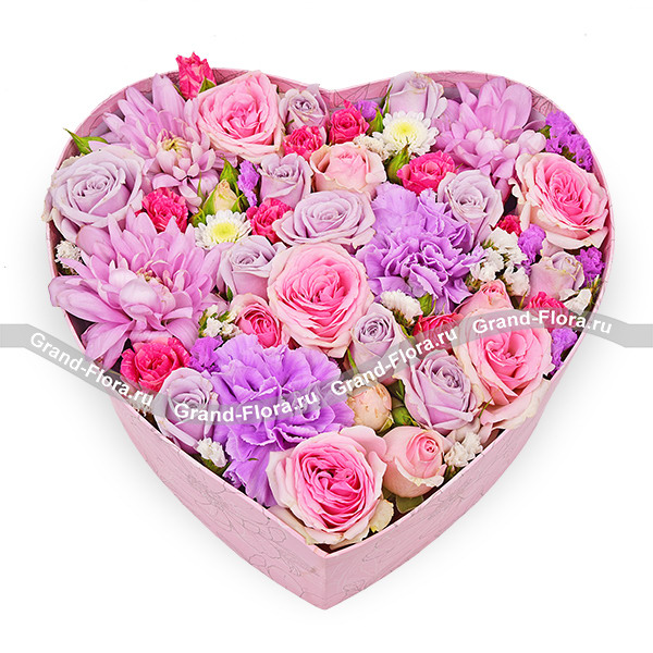 Цветочные композиции Гранд Флора Любовное письмо - коробка с хризантемами и кустовыми розами фото