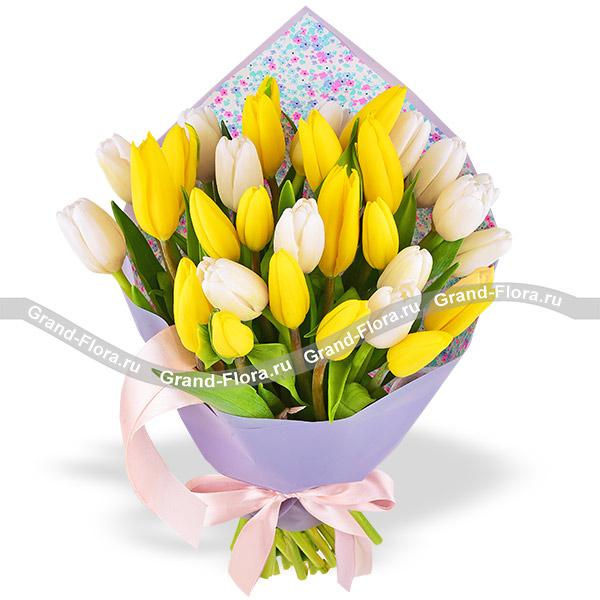 Дуновение ветра - букет из желтых и белых тюльпанов