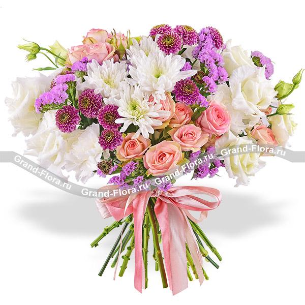 Улыбка весны - букет с кустовыми розами и хризантемами