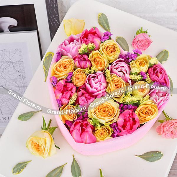 Тюльпаны Гранд Флора Гамма чувств - композиция в форме сердца с тюльпанами фото