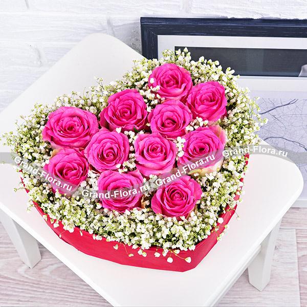Вместо тысячи слов - композиция в виде сердца с розовыми розами