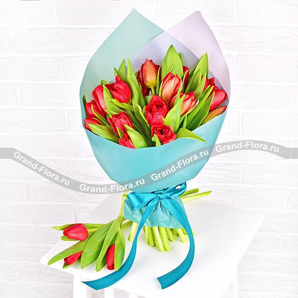 Открывая чувства - букет из красных тюльпанов