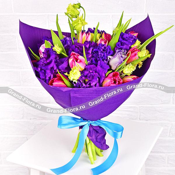 Волны любви - букет из розовых тюльпанов и синей эустомы