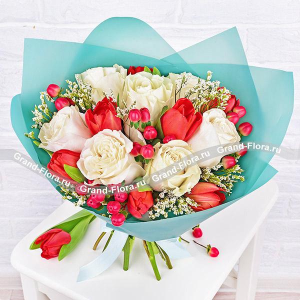 О тебе - букет с белыми розами и красными тюльпанами