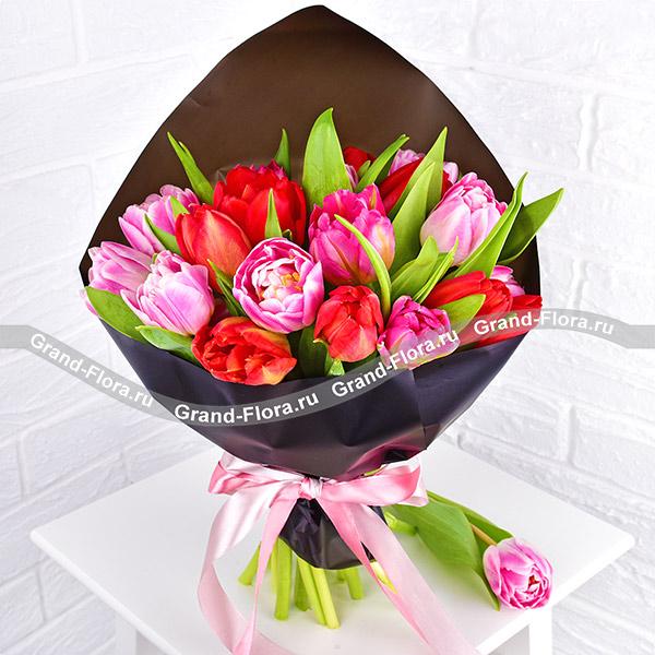 Идеальное решение - букет из розовых и красных тюльпанов