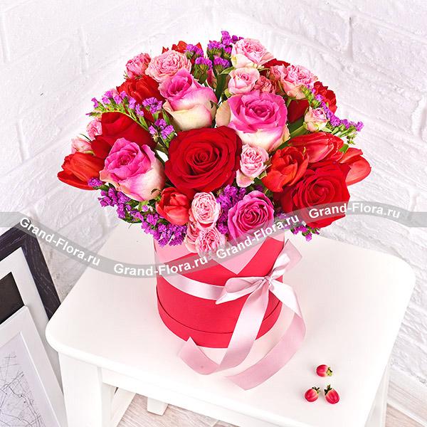 Трепетные чувства - коробка с красными и розовыми розами