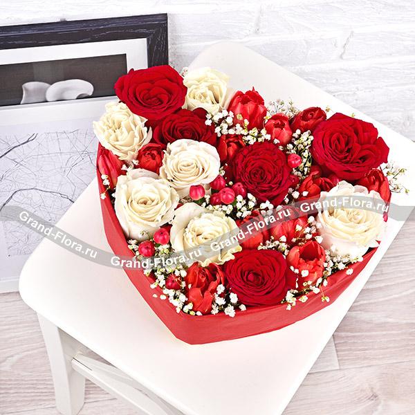 Воздушный поцелуй - сердце с розами и тюльпанами