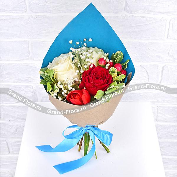 Простая романтика - букет с розами и тюльпанами