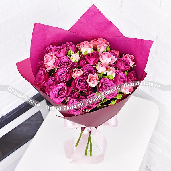 Сила притяжения - букет из кустовой розы