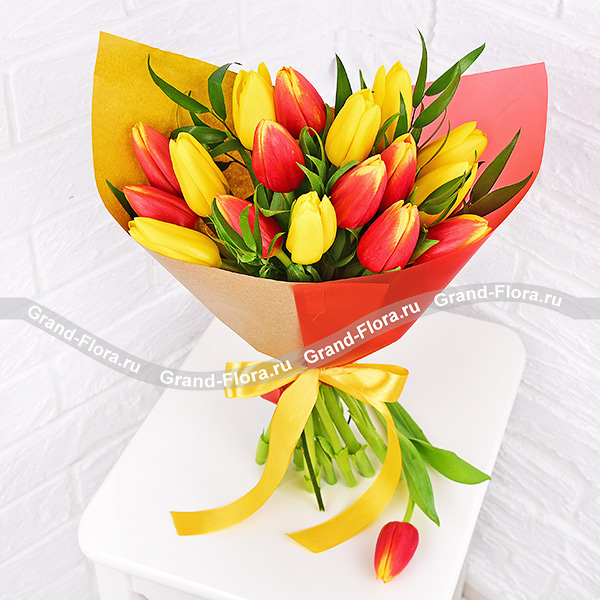 Тюльпаны Гранд Флора Яркий праздник - букет из желтых и оранжевых тюльпанов фото